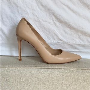 Schutz nude leather pump